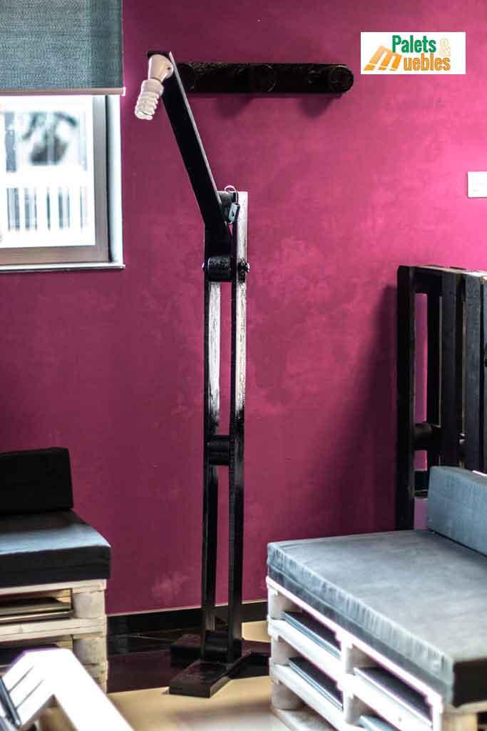 Lampara de pie hecha con tablas de palets palets y muebles - Lamparas con palets ...