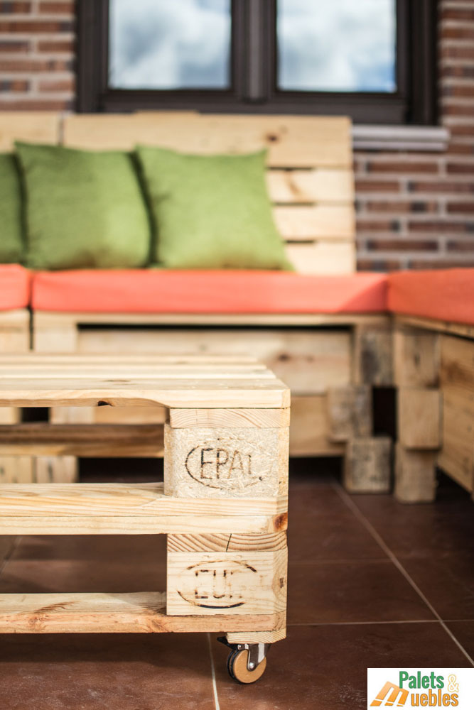 Mesa de centro con palets palets y muebles for Sillon con palets reciclados