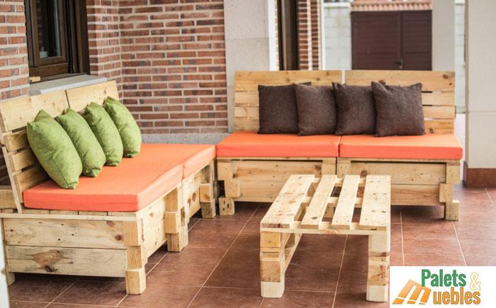 sillon-sofa modular-con-palets-de-madera