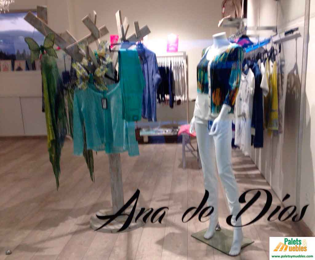 Tienda de ropa y complementos para mujer palets y muebles for Decoracion de boutique