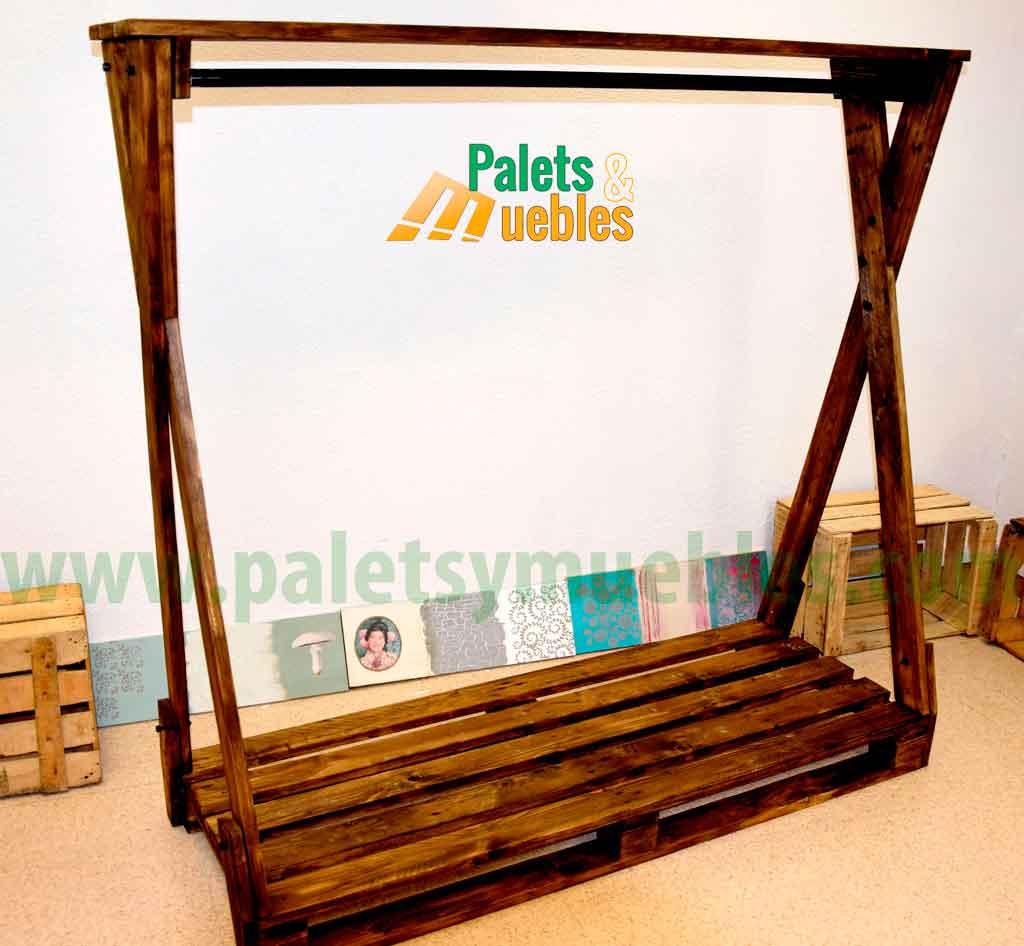 Perchero para ropa con palets palets y muebles - Como hacer sillon de palets ...