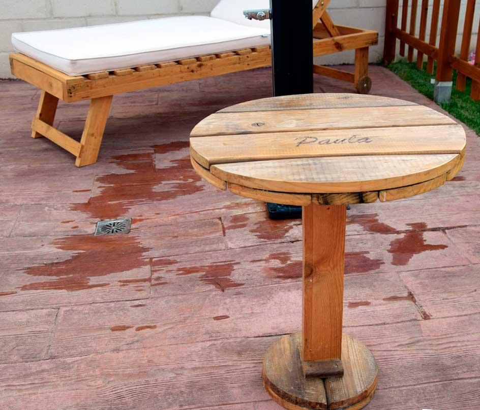 Mesa auxiliar de palets palets y muebles for Mesas de palets para jardin