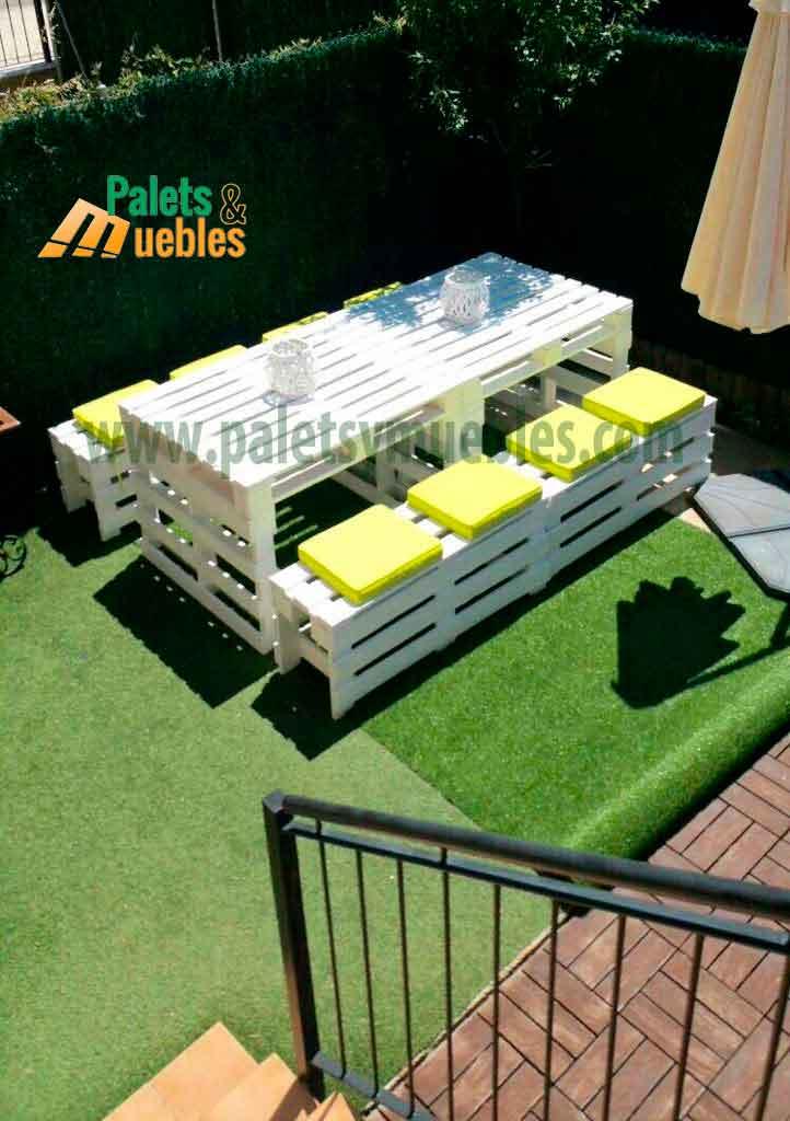 Mesa y banco con palets palets y muebles for Muebles de jardin de palet