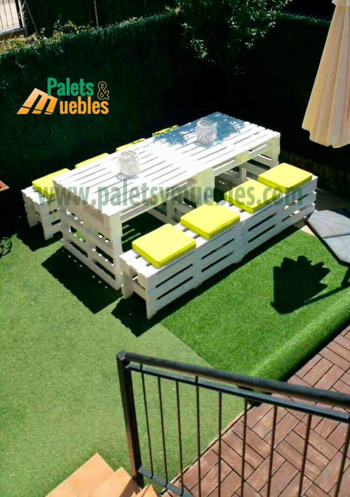 Mesa y banco con palets palets y muebles for Muebles jardin madera palet