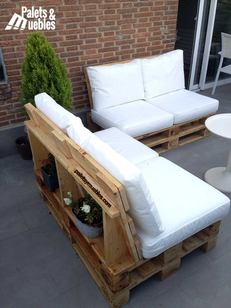 Sof con palets sofa chill out creative ways to recycle a for Terrazas con sofas