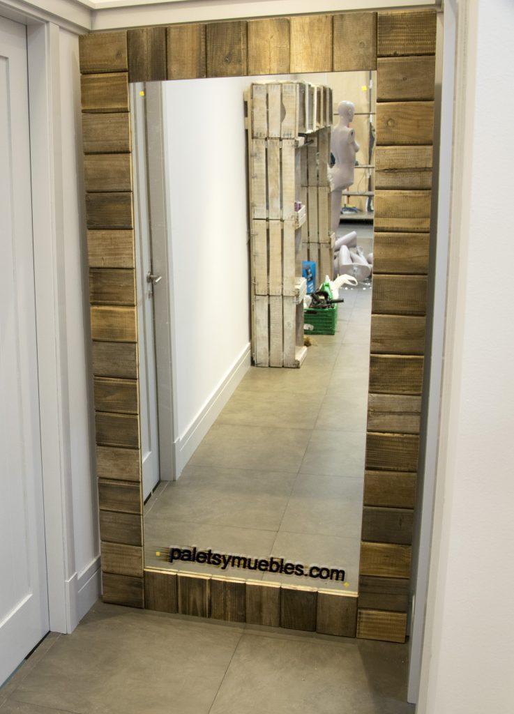 Espejo para probador,  marco con tablas de palets